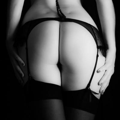 PwB Fotografie Akt Frau Rücken Perlenkette
